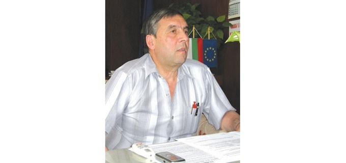 Инж. Милчо Лалов е кмет на община Брегово от 1999 г. Роден е в града, израснал е в него. По професия е инженер химик, но от 1987 г. не работи по специалността си. Бил е заместник-кмет на общината. Познава проблемите на града и хората, защото продължава да живее сред тях.