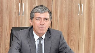 """Инж. Милчо Доцов е роден през 1953 г. в с. Бързия, община Берковица. Завършва """"Машинно инженерство"""" в МЕИ - София и """"Фирмен мениджмънт"""" в УНСС. От 1995 до 1999 г. изпълнява длъжността зам.-кмет на община Берковица, а в периода 2003-2011 г. е кмет. Четири години по-късно отново е избран за градоначалник и поема управлението на общината за трети път."""