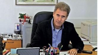 """Атанас Ангелов завършва ВИАС - София, специалност """"Промишлено и гражданско строителство - конструкции"""". След дипломирането си през 1984 г. става технически ръководител към НИПК """"Тракия"""", Пловдив. От 1985 г. започва работа в ЦИПТТ """"Машпроект"""", Пловдив, като проектант, а по-късно главен специалист и главен проектант по част """"Строителна"""". В момента е управител на фирмата, преименувана по ТЗ в """"Машпроект - Пловдив"""" ООД. Участва в проектирането по част конструкции на основни и спомагателни корпуси на БССП """"Автоелектроника"""", КМ """"Рекорд"""", МЗ """"Пневматика"""", Кърджали, НПСКР """"Берое"""", Ст. Загора, МЗ """"Хидравлика"""", Казанлък, ОЗЗУ, Пловдив, и много други. От 1993 г. е лицензиран оценител на цели предприятия и недвижими имоти. От 1994 г. е вещо лице - съдебно-техническа експертиза към Пловдивския окръжен съд, а от 2004 г. е в списъка на специалистите, утвърдени за вещи лица от комисията по чл. 200ж, ал. 1 от Закона за съдебната власт - раздел III - """"Строителство, архитектура и геодезия"""". През 1999 г. става управител на фирма """"Контрол-Инвест"""" ЕООД с дейност независим строителен надзор в проектирането и строителството. От 2001 г. е вписан в публичния регистър на лицата, упражняващи технически контрол по част конструктивна на инвестиционните проекти, а от 2004 г. - в публичния регистър на проектантите с пълна проектантска правоспособност по части конструктивна и организация и изпълнение на строителството на КИИП.  На 6 декември 2017 г. е избран за председател на Управителния съвет на Българската асоциация на архитектите и инженерите консултанти (БААИК)."""