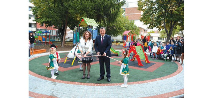 """Една от детските площадки в Павликени, изградени по проект """"Красива България"""""""