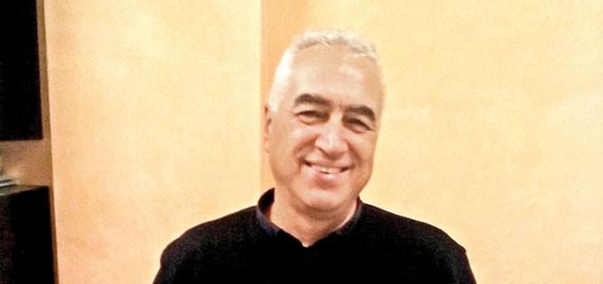 """Арх. Юрий Любомирски е роден през 1961 г. в Павликени. Завършва УАСГ - София със специалност """"Архитектура"""" през 1986 г. Работи в бившата проектантска организация във Велико Търново до 2000 г. След това открива свое частно архитектурно студио."""