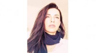Ралица Крайнова е родена на 18.05.1984 г. в София. Занимава се с интериорен дизайн от началото 2010 г.  Завършила е бакалавър в Колеж по маркетинг, търговия и мениджмънт, бакалавър в университета във Велико Търново и магистратура в УНСС.  Работила е в няколко фирми и студиа за интериорен дизайн, но от няколко години се занимава самостоятелно.  Омъжена е, има две деца. Признава, че семейството е нейното вдъхновение.