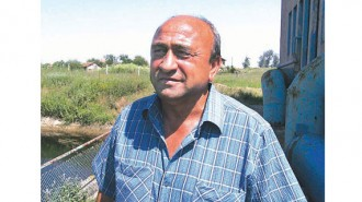 """Камен Димитров е на 55 години. Управлява село Долни Цибър за седми мандат. Избран е за кмет в началото на демокрацията и още е на поста си. Преди това е бил учител, водил е спортни отбори. Завършил е Стопанската академия """"Димитър А. Ценов"""" в Свищов. Женен, с трима синове."""