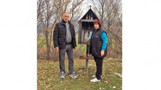 Кметът на с. Крупник Иванка Чакалска и кметът на община Симитли Апостол Апостолов направиха оглед на мястото, където ще бъде построен параклисът