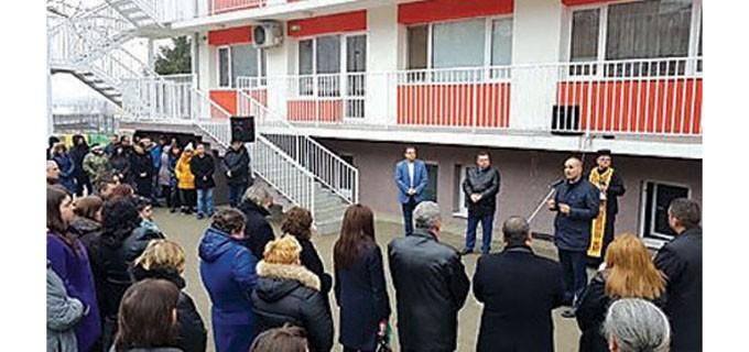 """Официални лица и много гости присъстваха на откриването на ремонтираната детска градина """"Радост"""" в Свищов"""