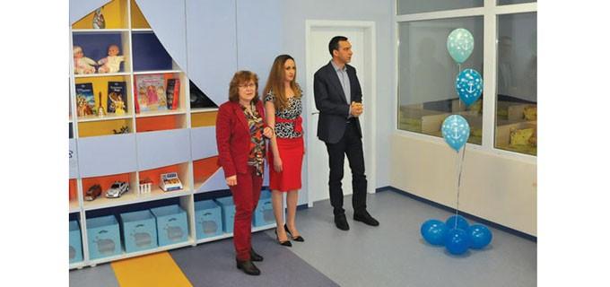 На откриването на обновената детска градина бяха кметът на Бургас Димитър Николов и зам.-кметът по култура и образование Йорданка Ананиева