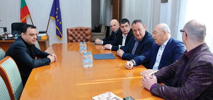 Министър Московски и представители на КСБ обсъдиха изпълнението на пътните и жп проекти и състоянието на транспортния сектор у нас