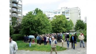 Хората най-вече от панелните комплекси протестират срещу застрояване на зелените зони в междублоковите пространства