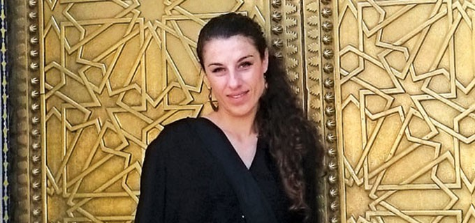 """Петя Петрова завършва средното си образование с профил """"рисуване"""" в Горна Оряховица. Дипломира се като магистър - специалност """"Инженерен дизайн"""", в Техническия университет във Варна.  Работи като интериорен дизайнер на свободна практика от 10 години."""