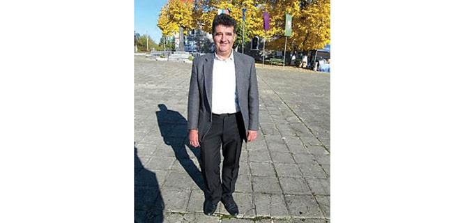 """Недьо Георгиев е роден през 1959 г. в с. Стоките, Севлиевско. Завършва Техническия университет в Габрово, след което работи в завод """"Битова електроника"""" във Велико Търново. Близо 19 г. е част от системата на МВР. Междувременно завършва магистратура по право във ВТУ """"Св. св. Кирил и Методий"""". От 2015 г. е кмет на село Балван."""