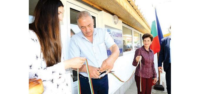Лентата на обновената сграда в Дунавци преряза заместник-кметът на общината Венци Пасков