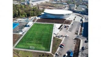 """Спортният комплекс """"Парк Арена"""" включва закрит плувен басейн, футболно игрище и площадка за тенис на корт"""