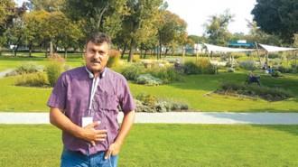Божинел Христов е роден през 1962 г. в Разград. Дипломиран е като икономист на селското стопанство. Второто му висше образование е растениевъдство, а третото е публична администрация. Общински съветник е вече няколко мандата в ОбС Разград. С озеленяване се занимава от 1990 година. Във фирмата му работят на постоянен договор 42-ма работници. Има собствена производствена база за различни видове растителност. Занимава се с изграждане на паркове, градини и стадиони. Поддържа зелената система в няколко града на България. Учредител е на Асоциацията на професионалните озеленители в България (АПОБ) и е неин председател от създаването й до сега. Член е на президиума на Международната организация на озеленителите (European Landscape Contractors Association).