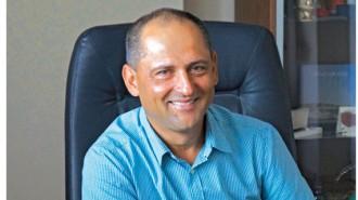 Диян Паскалев Господинов е новоизбраният председател на Управителния съвет на Българската асоциация за изолации в строителството (БАИС) след един мандат като заместник-председател. Той е на 50 години, има висше икономическо образование и е собственик и управител на фирма за търговия със строителни материали, която е на пазара от 24 години.