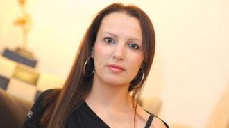 """Атанаска Белчинова е родена на 29.09.1982 г. Притежава магистърска степен по """"Международен туризъм"""" и вече петнадесет години работи в тази сфера. Омъжена е, с две деца.  В края на 2015 г. създава Дамски клуб """"Монро"""", организация, която се занимава изцяло с благотворителна и социална дейност."""