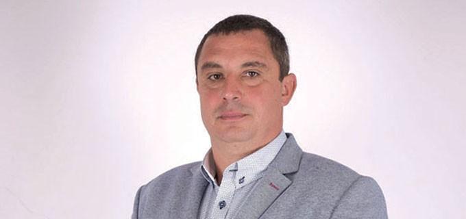 Страхил Стоянов е новият кмет на размирното село Галиче, община Бяла Слатина. Той бе избран на частичните избори след отстраняването на предишния кмет Ценко Чоков заради осъдителна присъда.  43-годишният Страхил Стоянов е роден и живее в Галиче. Завършил е Професионална гимназия по селско стопанство в Бяла Слатина. Работи като земеделски производител - обработва земя и има ферма с животни. Семеен е, има две деца.
