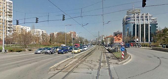 """Подмяната на релсите на трамвая по бул. """"България"""" трябва да продължи до средата на август"""