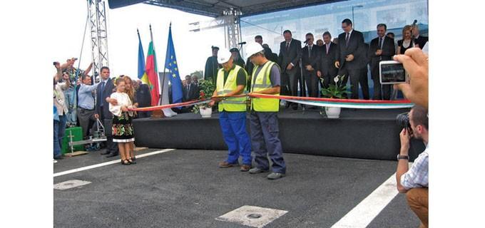 Официалното откриване на новия мост преди 5 години. Лентата тогава прерязаха двама строители - българин и румънец