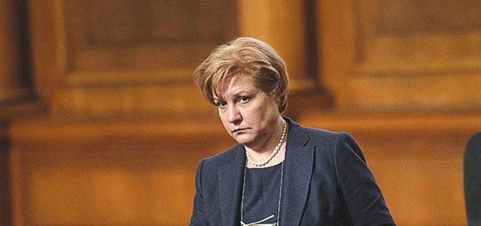 Менда Стоянова, председател на Комисията по бюджет и финанси в парламента