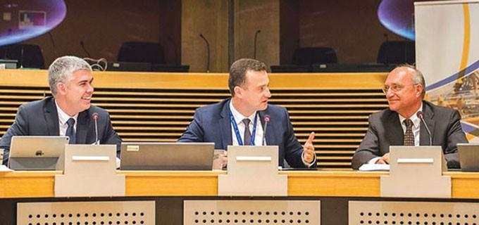 """Зам.-министърът на енергетиката Жечо Станков по време на представянето на междинните резултати от предпроектното проучване на газов хъб """"Балкан"""""""