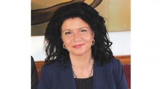 """Маринела Николова е родом от Козлодуй. Завършила е с отличие Стопанската академия в Свищов, специалност """"Счетоводство и контрол"""". Тя има дългогодишен управленски опит. Била е началник на Районна пощенска станция - Козлодуй, след това става директор на Дирекция """"Бюро по труда"""" - Козлодуй. Член е на УС на Стопанската камара в Козлодуй. Основател е на местна инициативна група. Избрана е за кмет на община Козлодуй на 25 октомври 2015 г. Доброволец е към нестопански организации за работа с млади хора. Носител е на званието """"Благодетел на българската култура"""". Семейна е, има една дъщеря."""