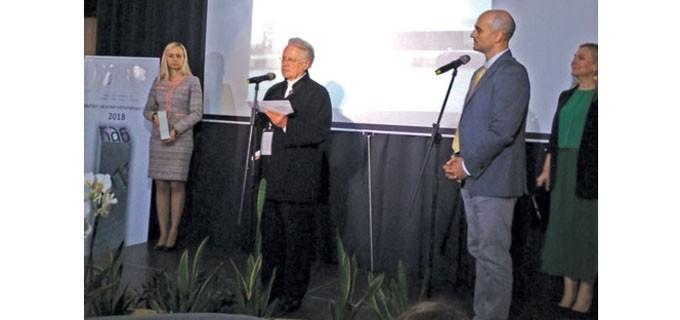 Председателят на международното жури  арх. Йън Ричи обявява името на победителя