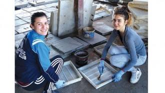 Натали Михайлова и Силвия Петкова участват в бригадата за четвърти път и се гордеят, че са допринесли за разкрасяването на града