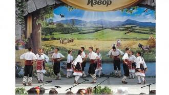 """Всяка година фестивалът """"Фолклорен извор"""" събира в с. Царевец състави от страната и чужбина"""