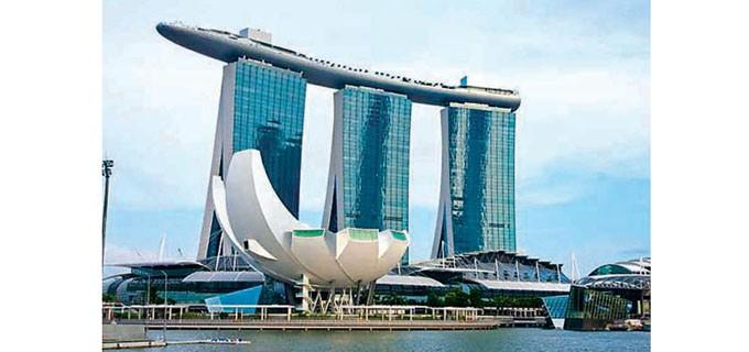 Трите кули са свързани със Sky park, а Музеят за наука и изкуство е в близост до тях. Дизайнът му наподобява лотос