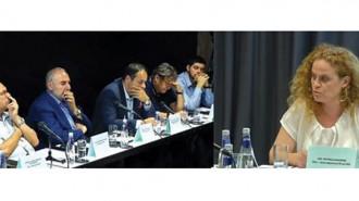 Арх. Петкана Бакалова и участници в дискусията