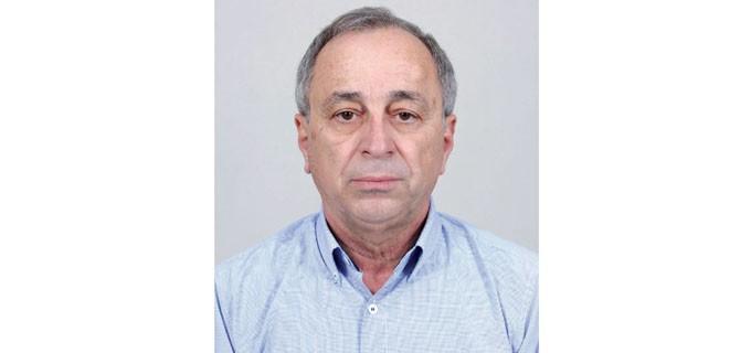 """Проф. д-р Димо Зафиров е роден през 1950 година в гр. Сливен. Завършва Техническия университет в София през 1974 г. Специалист е по безпилотни авиационни системи и управление на проекти. Разработва продукти за отбранителната индустрия и притежава патенти за летателни апарати и индустриални разработки. Работил е в Научно-изследователския технологичен институт в Казанлък, както и в """"Авиотехника"""" – Пловдив (предприятие за производство на въздухоплавателни и космически превозни средства и техните двигатели). Бил е републикански шампион по авиомоделизъм и безмоторно летене. Преподавател е в Техническия университет – филиал Пловдив и професор в Института за космически изследвания и технологии към БАН. Той е част от екипа, който разработва правилата и регулациите за използване на дроновете в България. Участва и в демонстрационнния проект на EIP-SCC-UAM (Инициатива за градска авиационна мобилност на Европейските партньорства за иновации за интелигентни градове и общности. Автор е на голям брой статии и патенти, ръководи множество проекти за нови продукти."""