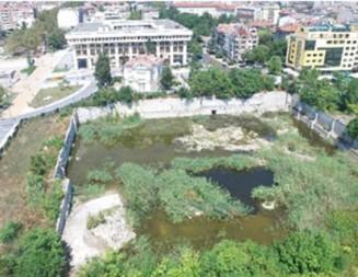 """30-годишна """"дупка"""" в суперцентъра на Бургас става модерен парк"""