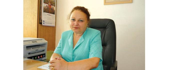 """Инж. Маруся Петрова е директор на Професионалната техническа гимназия """"Васил Левски"""" от 3 години. Училището е създадено през 2001 г., когато са обединени съществуващото дотогава строително средно училище и механотехникумът. Целия си трудов път Петрова е извървяла в механотехникума. Била е преподавател по двигатели с вътрешно горене."""