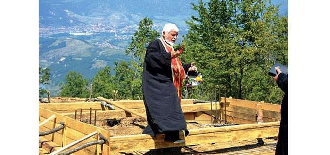 Строителството на параклиса започна през лятото на християнския празник Преображение Господне