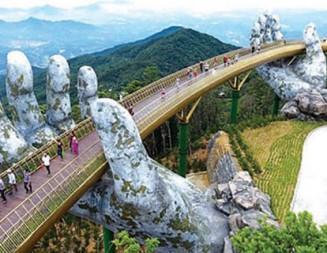 Гигантски каменни ръце поддържат най-новия мост в планините над Да Нанг във Виетнам