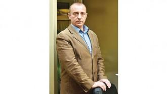 """Георги Шопов е роден през 1972 г. в София. През 1995-а завършва Университета по архитектура, строителство и геодезия, специалност """"Пътно и гражданско строителство"""", с отличен успех. В периода до 2000 г. работи като проектант на свободна практика. През 2000 г. основава фирма """"ТОБО ПРОЕКТ"""". В момента е управляващ собственик на компанията, която включва над 12 фирми, специализирани в областта на проектирането и строителството. Групата има изградени над 35 жилищни кооперации, над 100 бензиностанции, лифтови съоръжения, хотели, множество проекти по обществени поръчки за обществени и промишлени сгради. Групата управлява 3 собствени хотела.  Към момента Георги Шопов е почетен консул на Индонезия в България, както и председател на Българо-индонезийската търговско-промишлена палата. Съпредседател е на Българския строителен и търговски консорциум. От 2016 г. е председател на Управителния съвет на Националната асоциация на строителните предприемачи (НАСП)."""